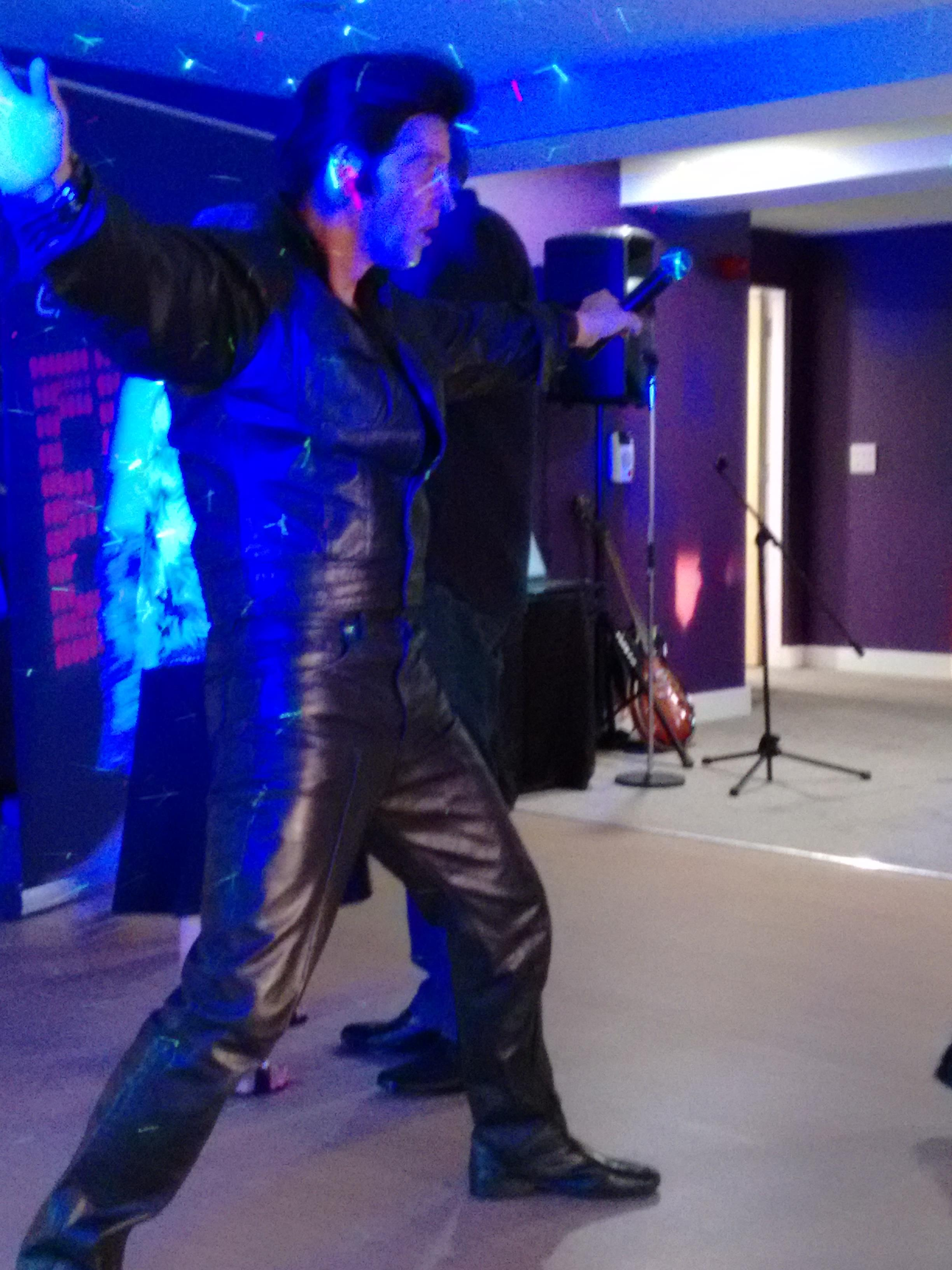 Best Elvis impersonator in Kent at a Caravan Park Tribute Night